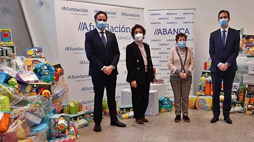 Abanca y Afundación donan 2.334 juguetes a Cáritas, Cruz Roja, Dignidad Galicia y Fundación Madrina