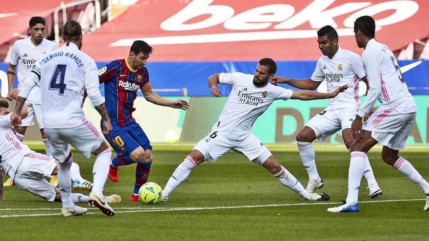 El Madrid resurge, el Barça duda