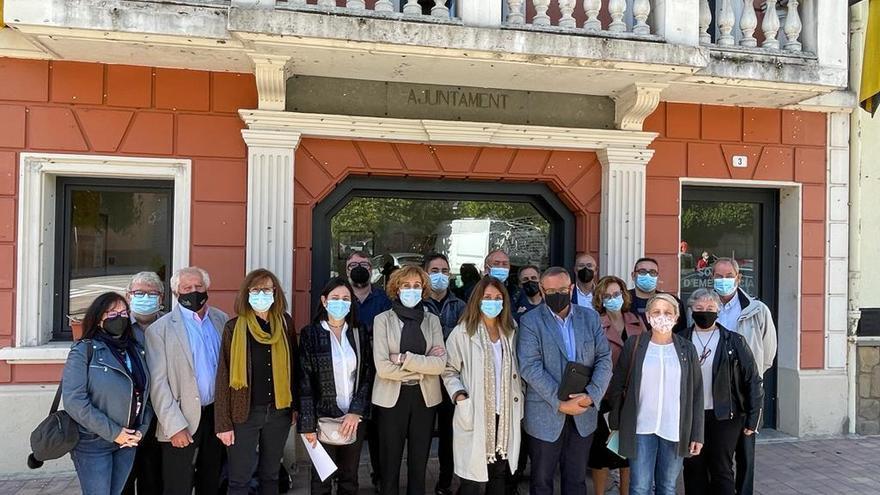Meritxell Budó es reuneix amb els alcaldes de l'Alt Berguedà per valorar el servei dels consultoris mèdics aquest estiu