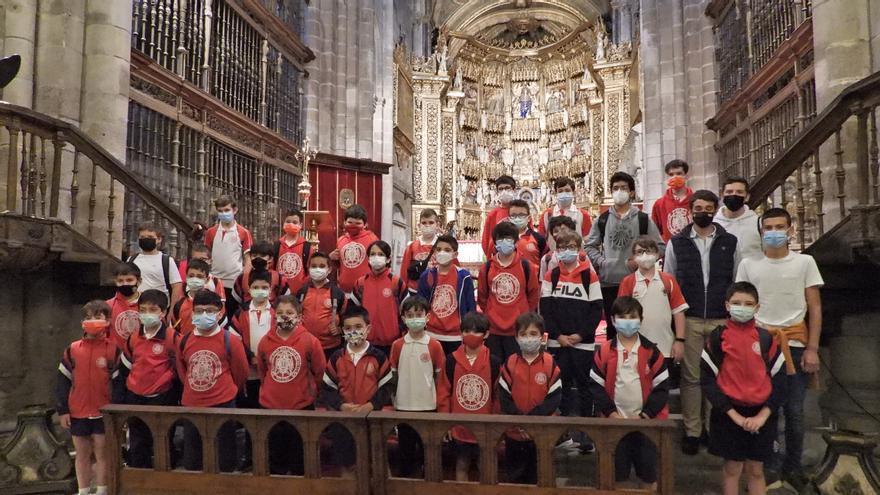 Los 'chicos del coro' de Toledo visitan la catedral de Ourense