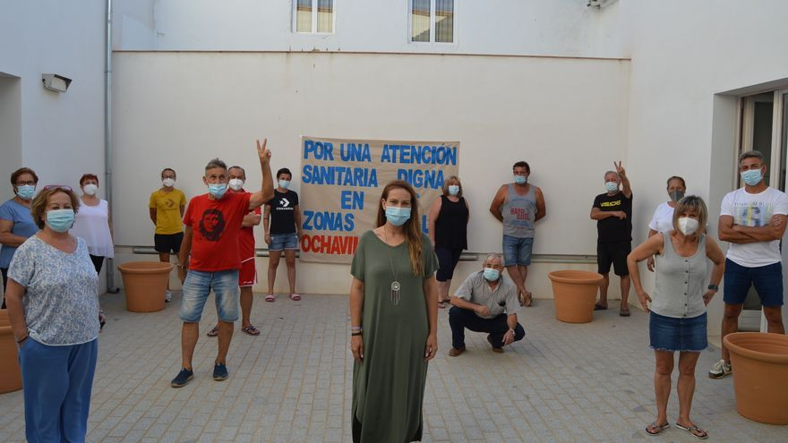 Primera jornada de encierro en el Ayuntamiento de Ochavillo por lo recortes en sanidad