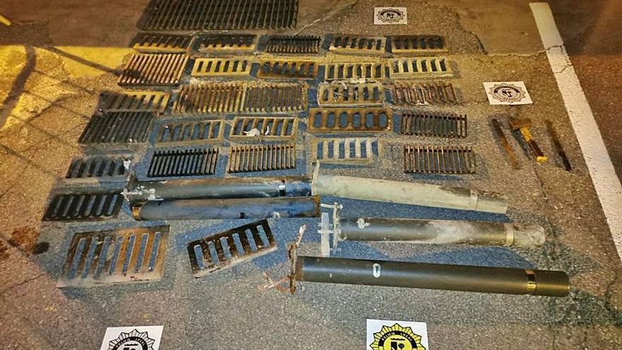 La policía de Sueca aclara el robo de más de cien rejillas metálicas en solo un mes