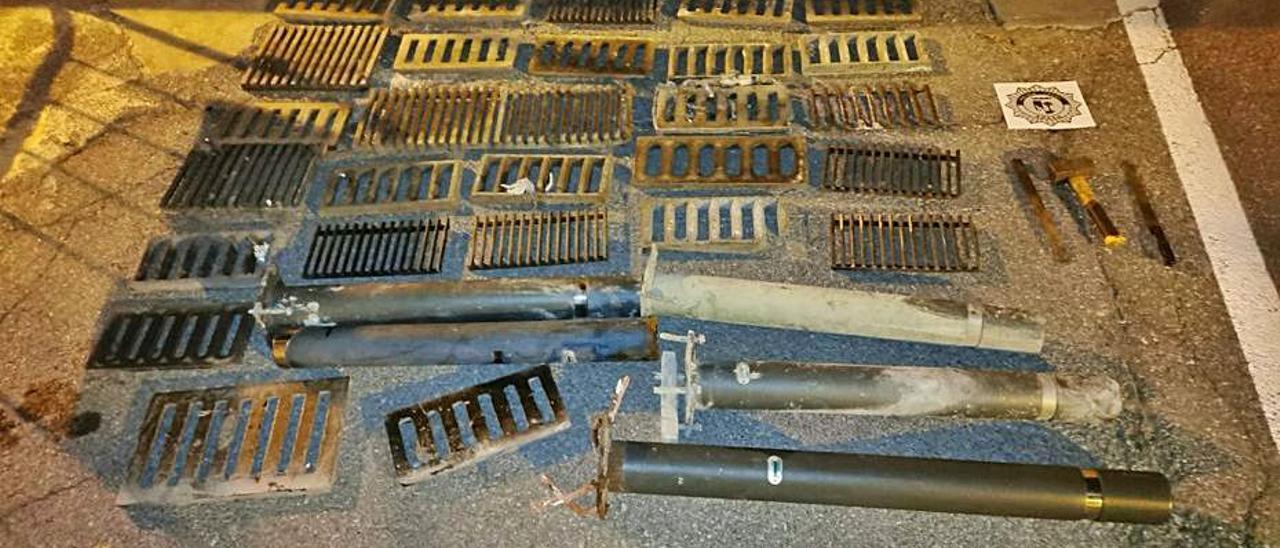 Las tapas metálicas recuperadas por la policía | LEVANTE-EMV