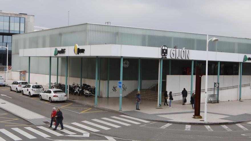 """""""No me parece mal reutilizar, si la mejora es sustancial"""", dice la Alcaldesa sobre la estación en Sanz Crespo"""