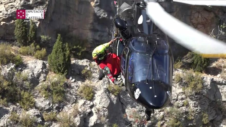 Una mujer cae a una poza de 70 metros y es rescatada en helicóptero en Castillo de Villamalefa