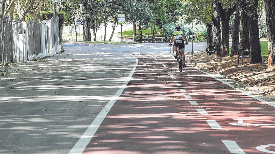 Podemos tacha de inútil el carril bici del parque del Príncipe