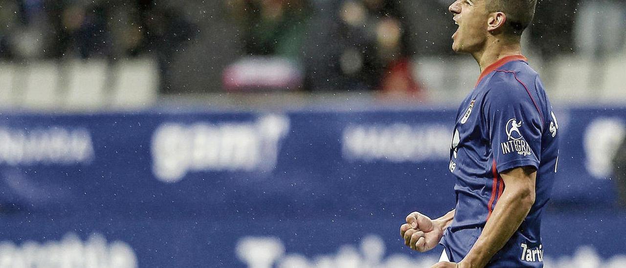 Saúl Berjón celebra un gol del Oviedo ante el Nàstic en un partido de la temporada 2017-18.