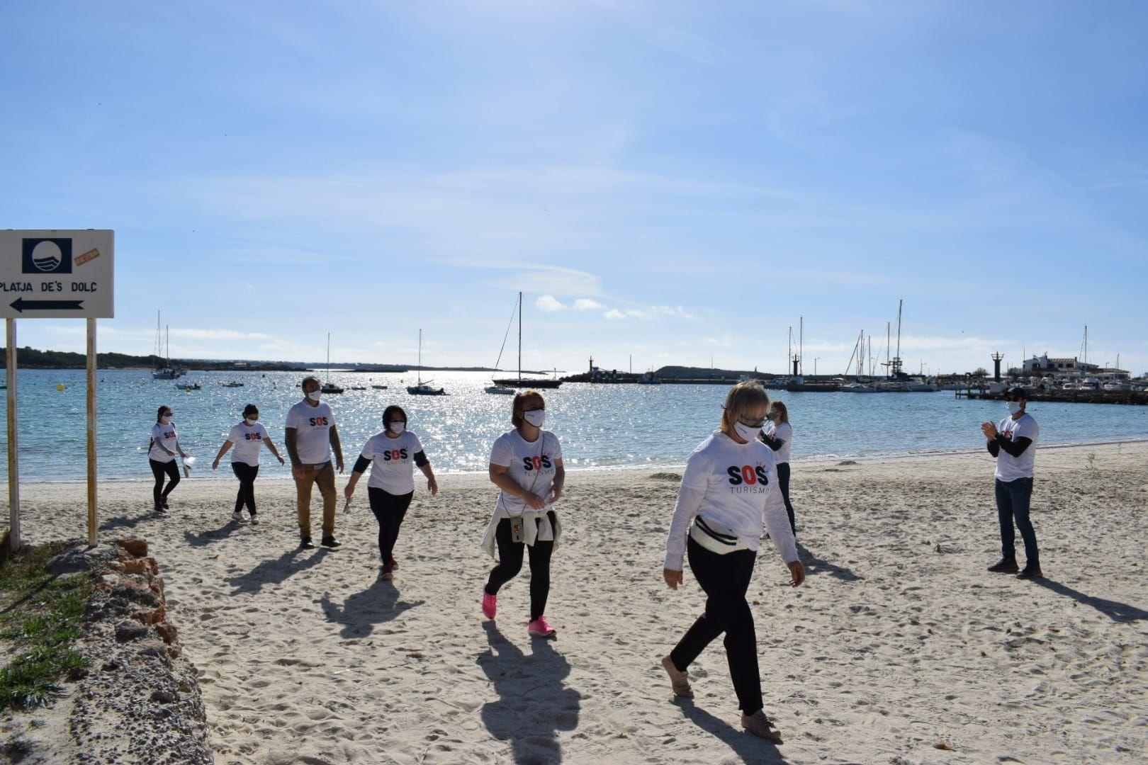 Marcha reivindicativa en la Colònia de Sant Jordi exigiendo un plan de rescate para el sector turístico