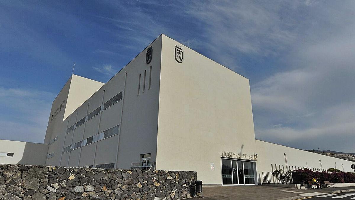 Entrada principal del Hospital del Sur, en El Mojón, Arona. | | E.D.