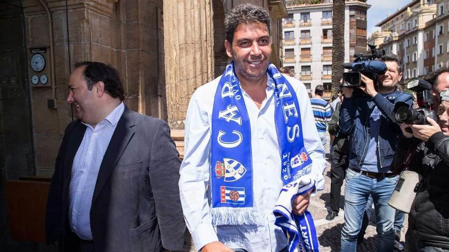El nuevo entrenador del Oviedo, al caer