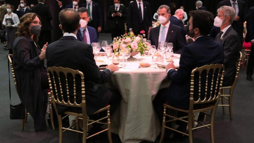 Felip VI, Pedro Sánchez i Aragonès, junts per primera vegada en el sopar del Mobile