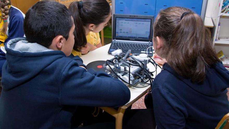 La ULPGC reta a colegios e institutos a crear un robot para transportar vacunas