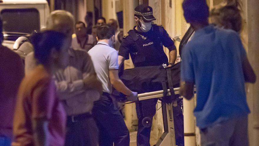 Detenido un hombre tras degollar a su padre en un domicilio de Alicante