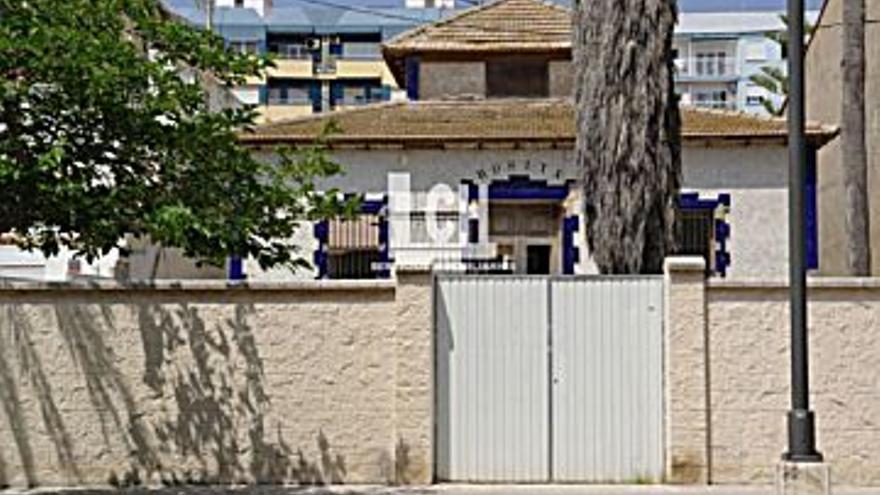 8.000 € Alquiler de casa en Malvarrosa (Valencia), 4 habitaciones, 3 baños...