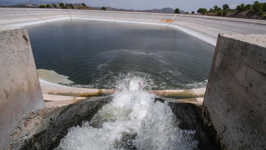 Los regantes se oponen al cierre de pozos que el Gobierno prepara sin garantizar el envío del agua del Júcar