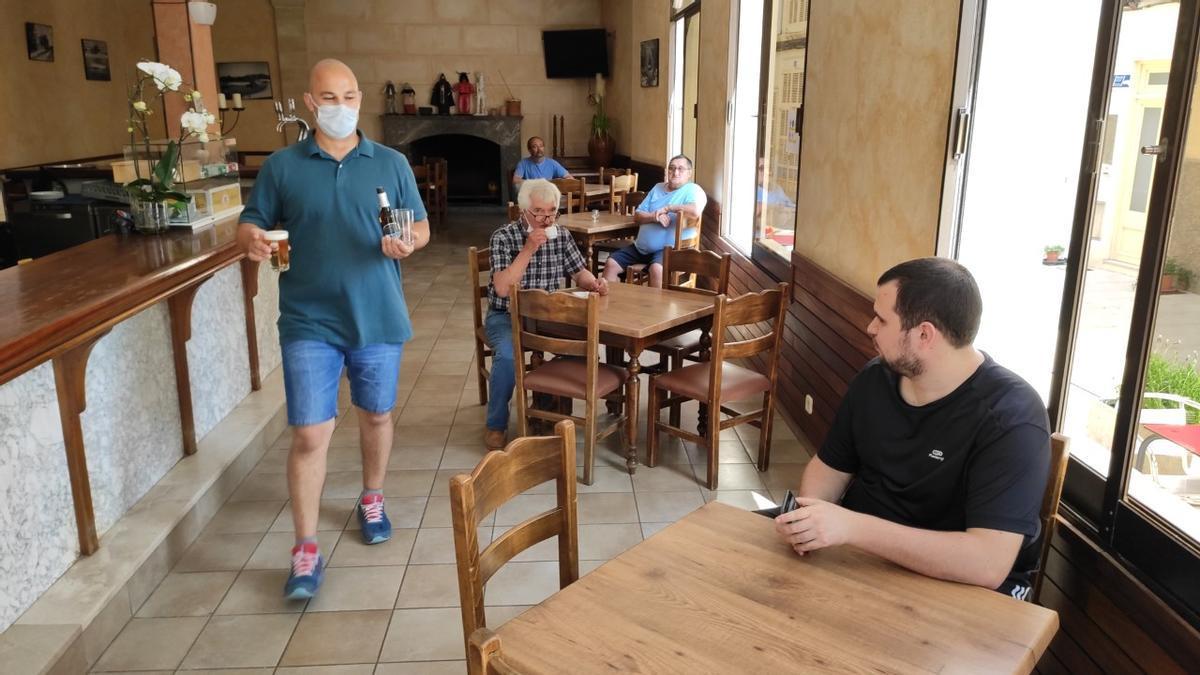 Un bar en Son Servera durante la pandemia.