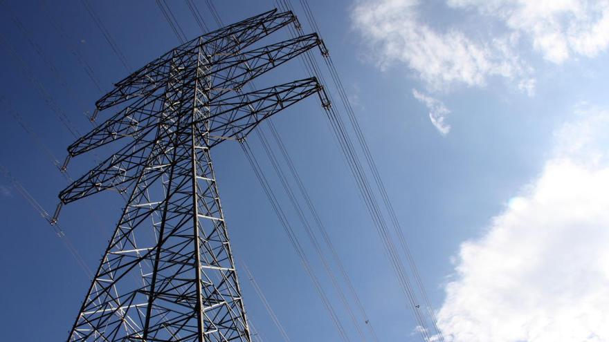 Govern, alcaldes, Red Eléctrica i Estat s'asseuen a la mateixa taula per trobar alternatives al ramal de la MAT