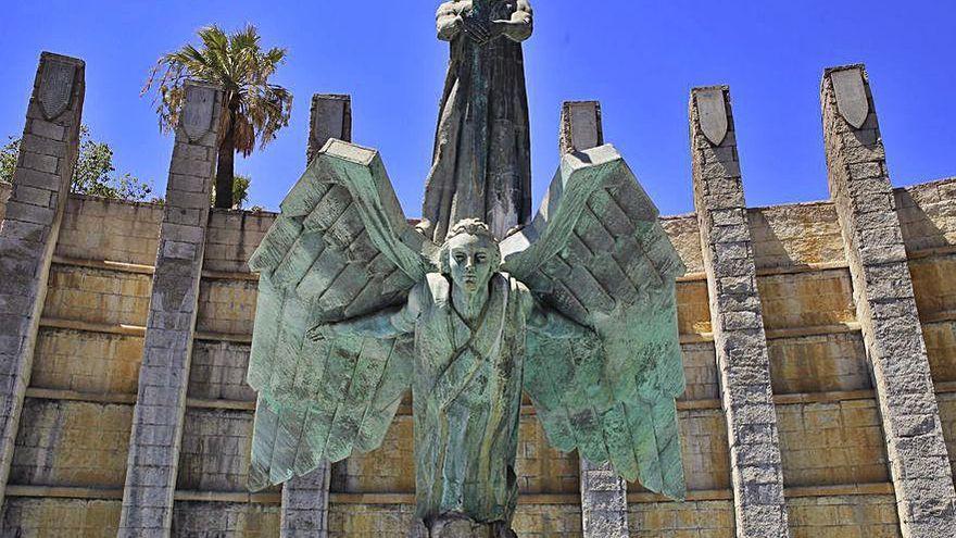 Más de 21.000 firmas piden la retirada del monumento a Franco en Santa Cruz