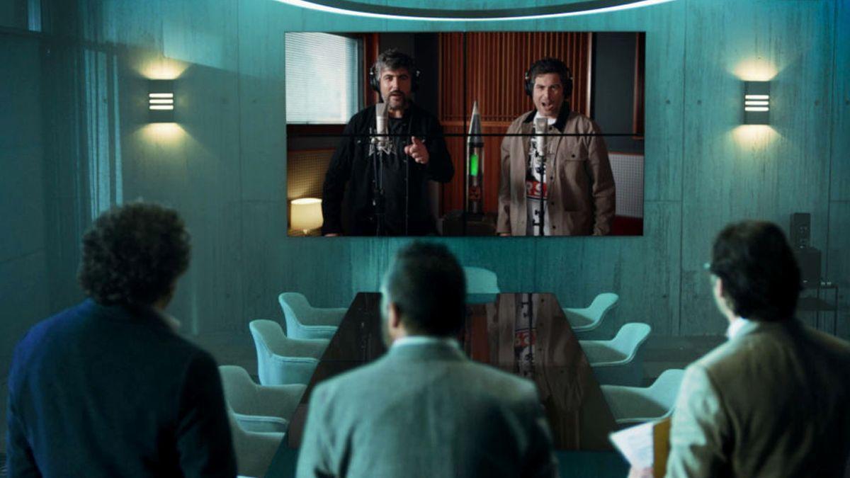 Estopa interpreta 'El madero', el tema principal del regreso de 'Los Hombres de Paco'.