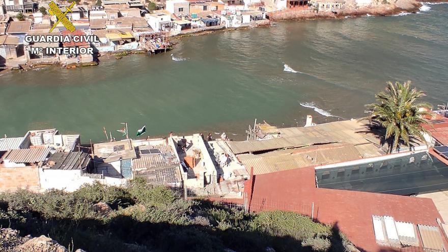 La Guardia Civil investiga a ocho personas por construir en la Algameca Chica de Cartagena