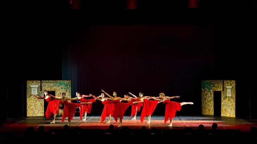 La danza vuelve a brillar en Zamora de la mano de Ballet School