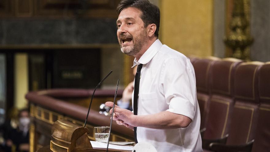 """Rafa Mayoral: """"Al gobernador del Banco de España habría que correrlo a gorrazos"""""""