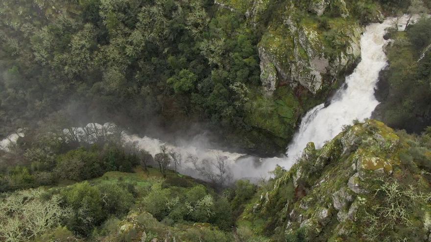 Sobrevolamos los ríos desbordados en Deza y Tabeirós