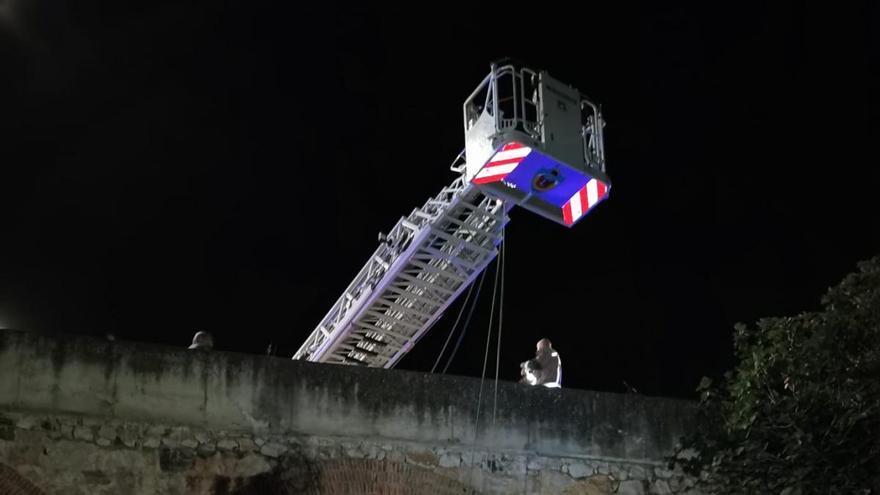 Rescatan a un joven tras rodar 40 metros por la ladera del Fuerte