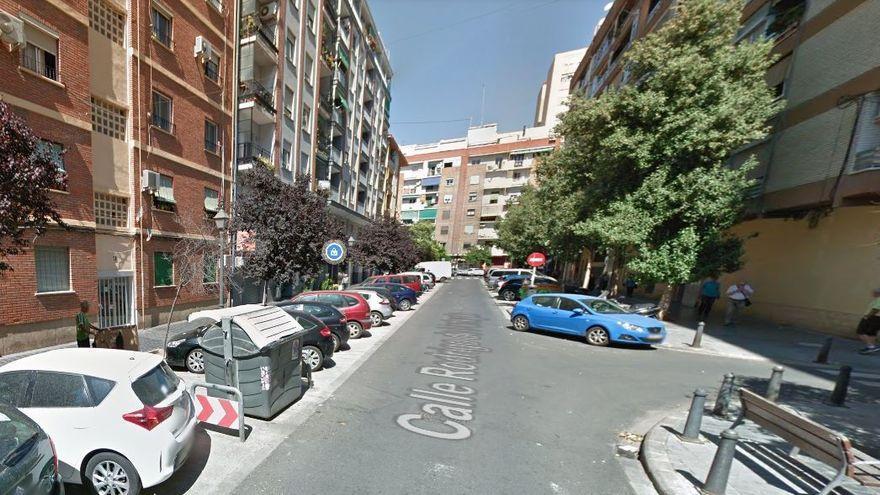 Una anciana con síntomas de covid muere tras desplomarse en la calle en València
