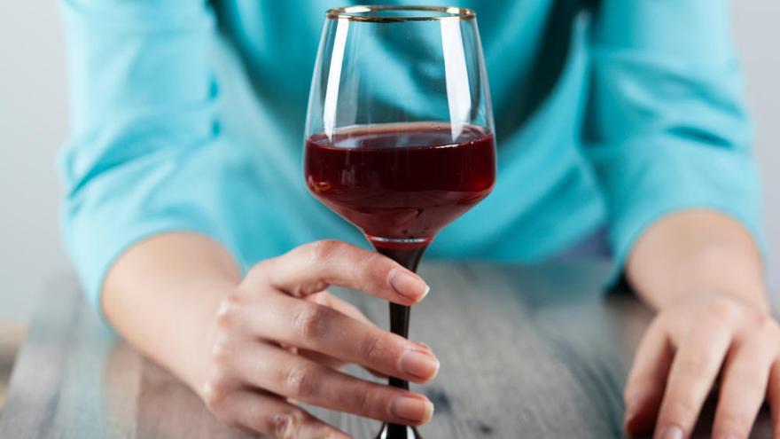 """No, no hay una bebida alcohólica """"mejor"""" para la salud"""