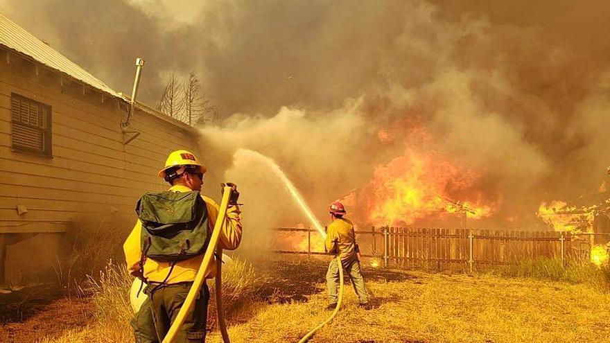 L'incendi de Califòrnia, cada vegada menys controlat pels bombers, crema gairebé 200.000 hectàrees