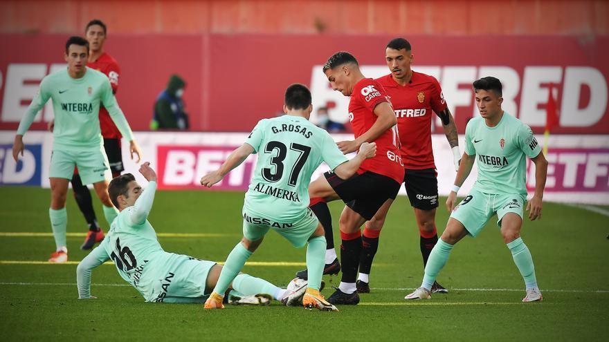 El partido entre el Mallorca y el Sporting, en imágenes