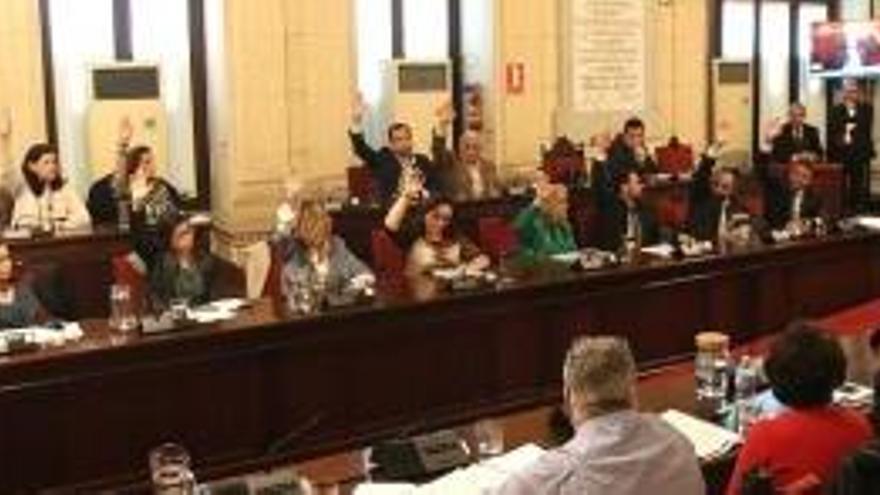 Los concejales de Málaga se suben un 20% su salario