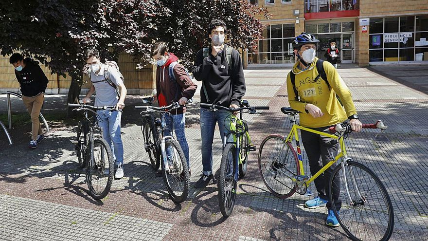 El IES El Piles, premiado por promover el transporte sostenible