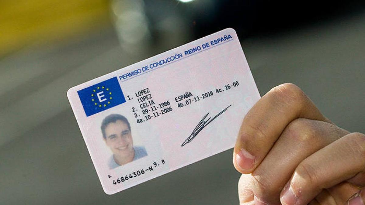 71 detenidos en Canarias usaron permisos de conducir venezolanos falsos para obtener el carné español