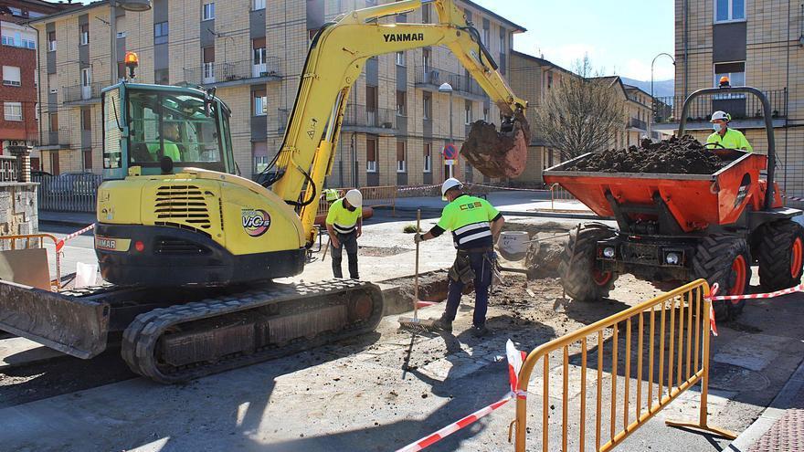 Comienzan las obras de saneamiento de Pola de Laviana, previas al plan de peatonalizaciones Arcadia 2030