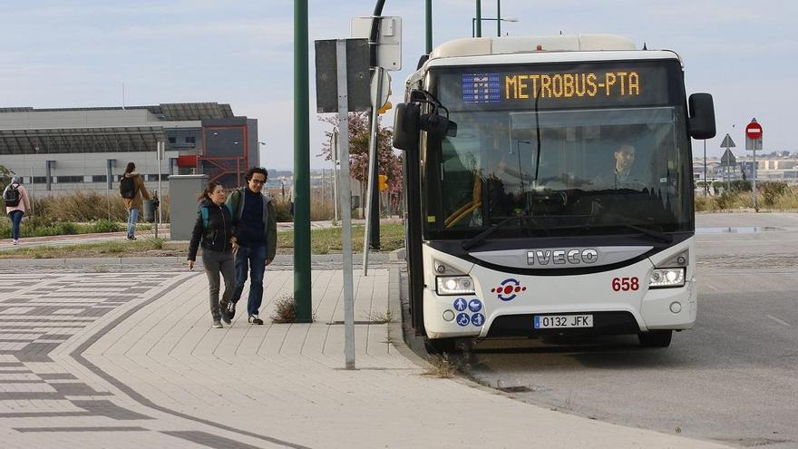 El Ayuntamiento renuncia al metrobús y lo sustituye por dos carriles bici