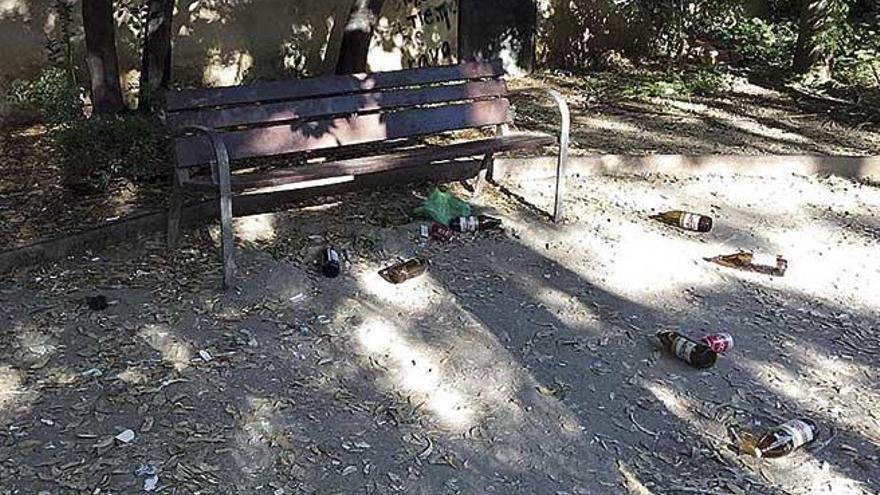El botellón y los altercados desesperan a los vecinos del parque de Can Simonet