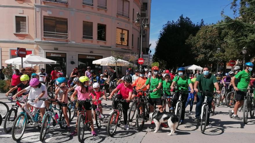 Más de 200 personas participan en las actividades en torno a la movilidad sostenible en Requena
