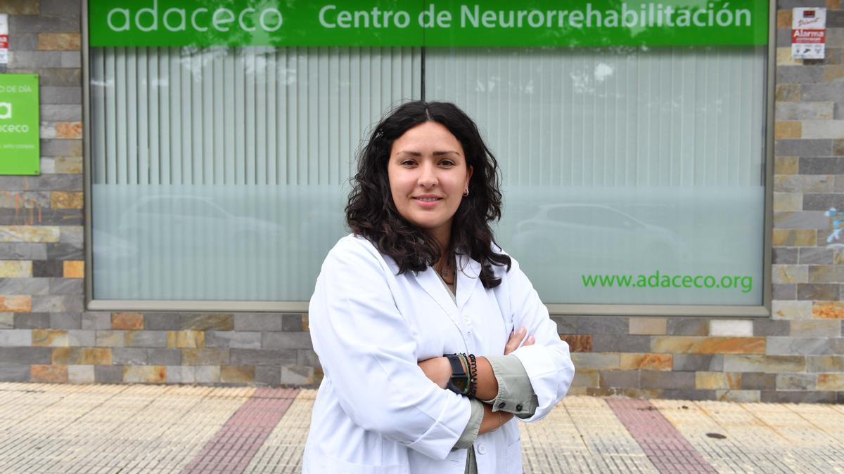 A logopeda María Penas Vázquez, no centro de día de Adaceco na Corveira (Culleredo).