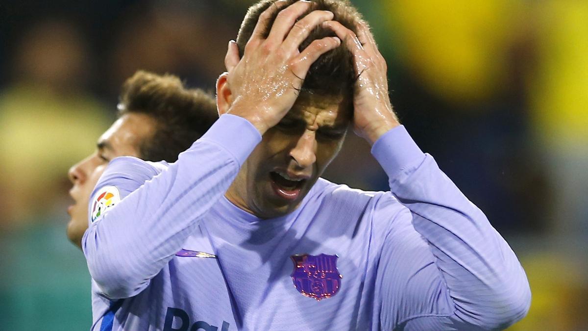 Gerard Piqué se lamenta durante el choque ante el Cádiz.
