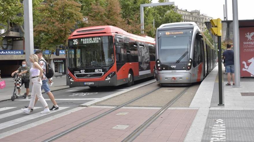Las huelgas en el bus y el tranvía complican el regreso a la rutina en Zaragoza