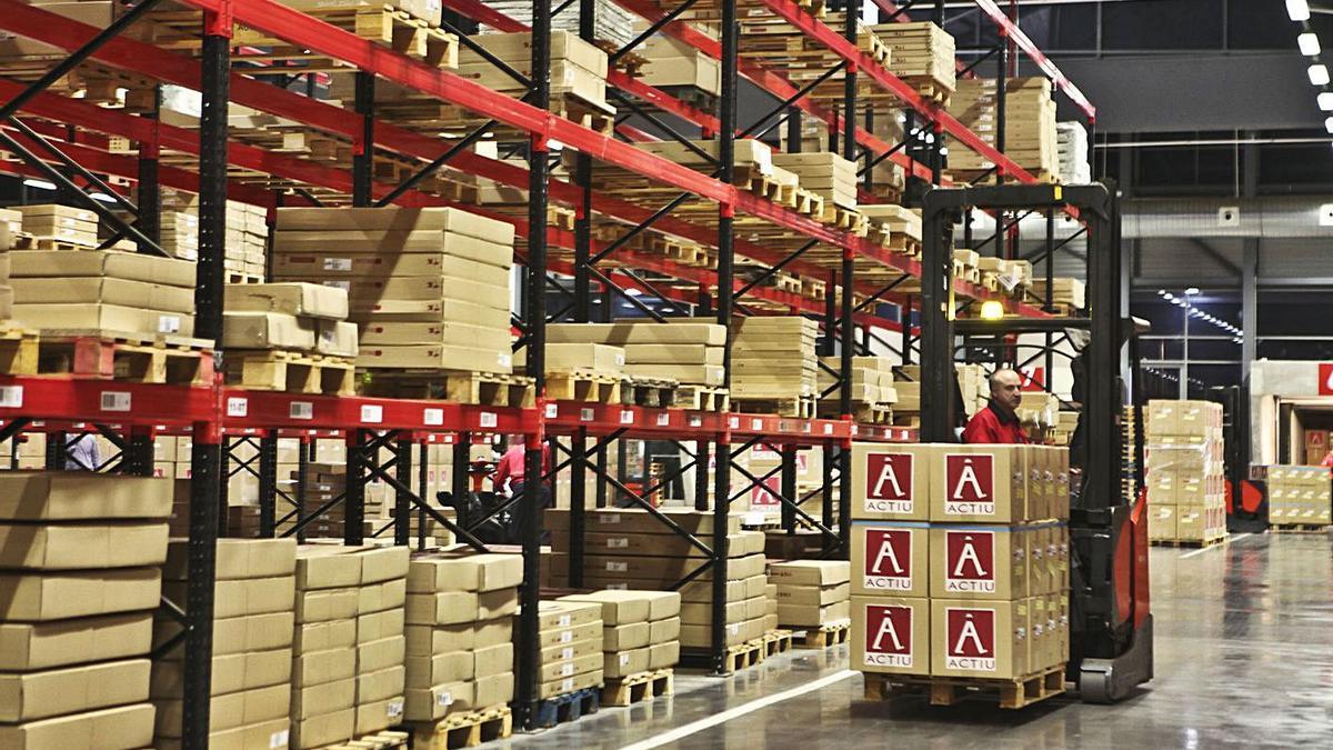 La empresa Actiu, de Castalla, se encuentra entre las que tienen más capacidad de tracción. | JUANI RUZ