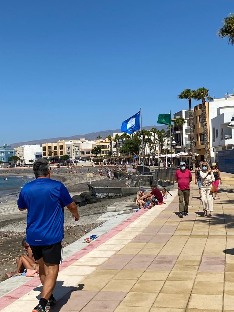 Bandera azul 2021 en la playa de Arinaga