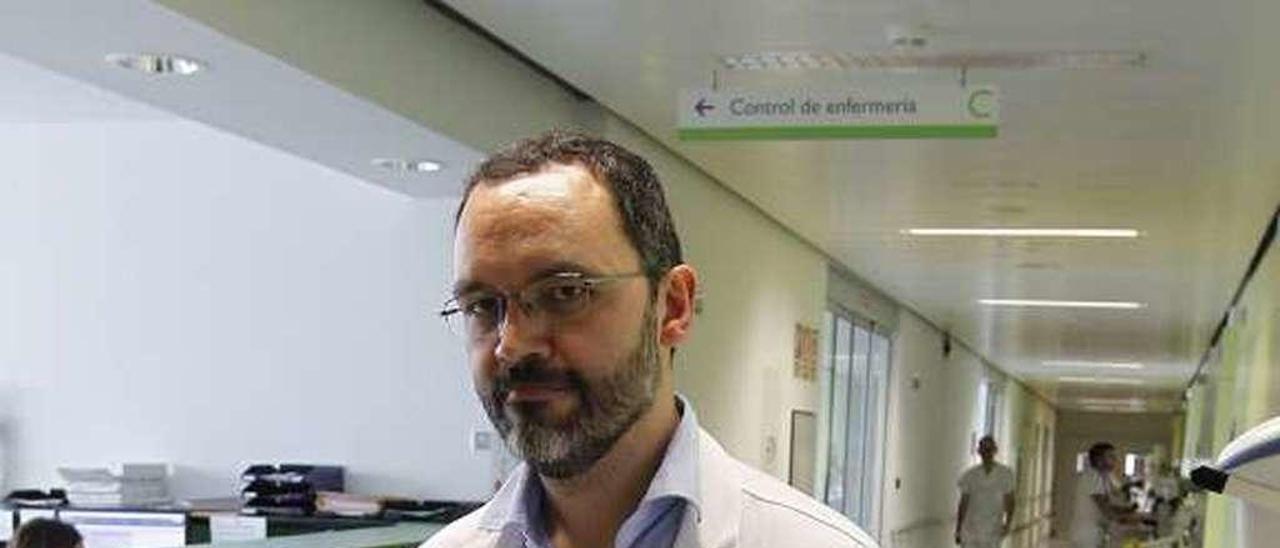 Sergio Calleja, en una planta de hospitalización del HUCA.