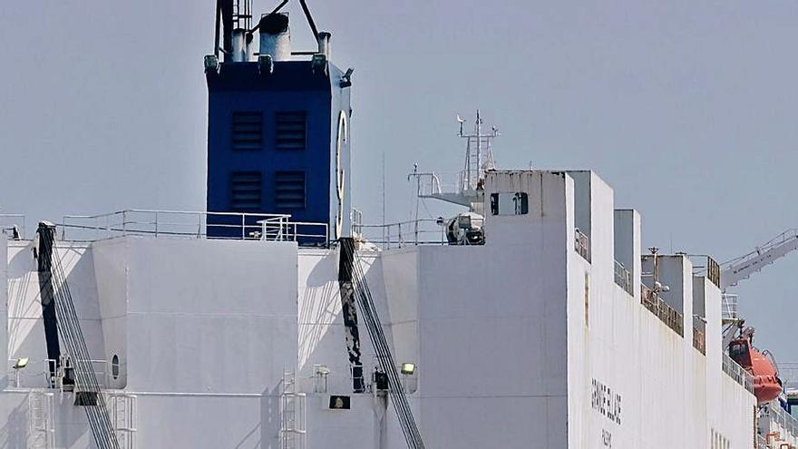 El Puerto de València pierde el liderazgo en coches por el tirón de Vigo