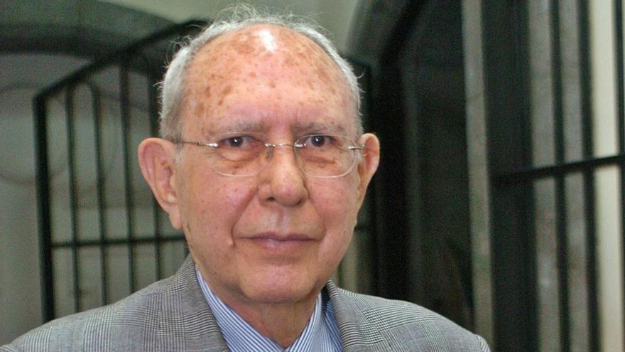El último adiós a Alberto Isasi Cuyás, un avanzado del turismo