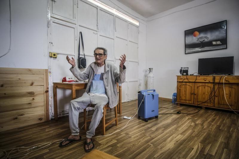 Cristóbal Rodríguez vive en un garaje reformado