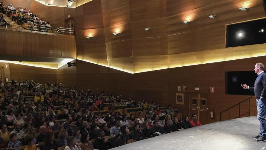 Gran afluencia de público en la jornada con Pedro García Aguado en Ibi