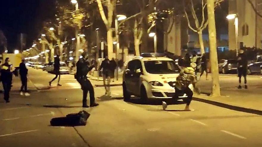 Seis detenidos en Barcelona por atacar a agentes que dispersaban fiestas ilegales